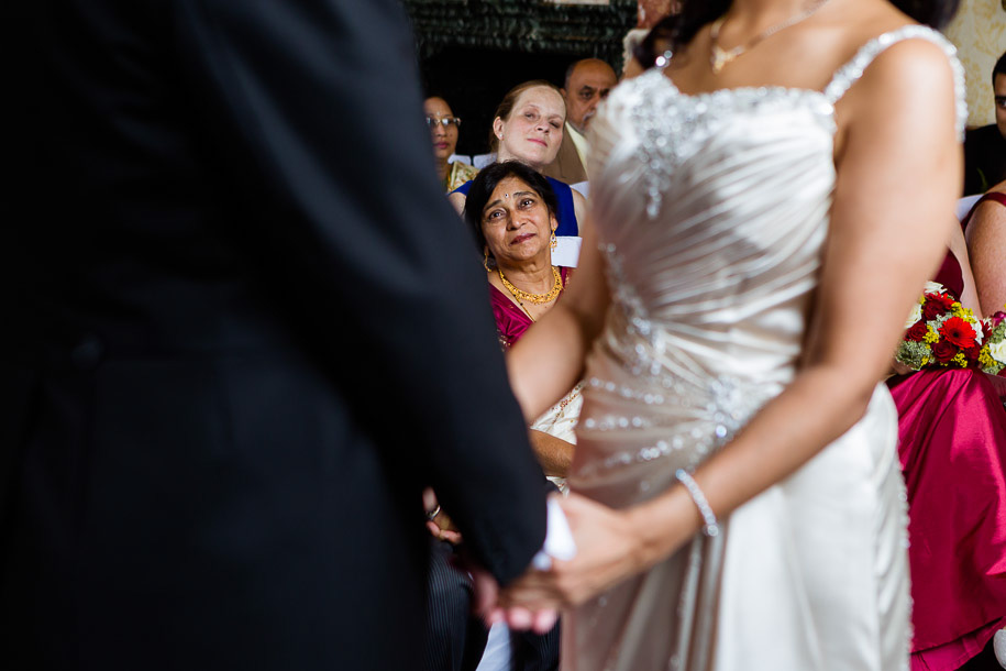 brides-mother-documentary-wedding-photos